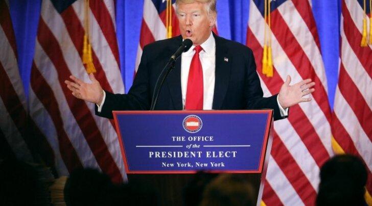 """Donald Trump peatus """"saladokumentide"""" teemal ka eilsel pressikonverentsil."""