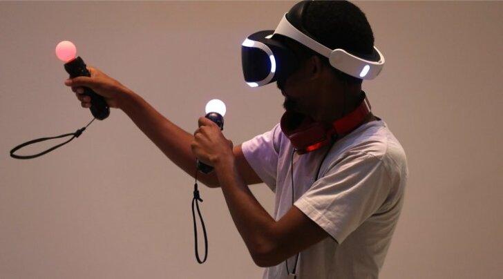PlayStation VR-i peakomplekt (kiiver) ja PS Move'i puldid