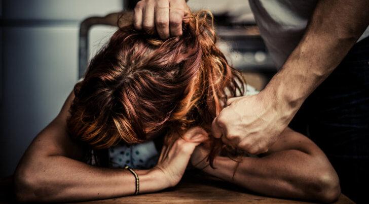 Kümme põhjust, miks naised ei lahku vägivaldsest suhtest