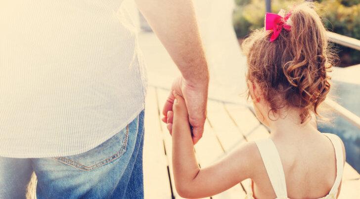Teaduslikult tõestatud: tütred saavad isadelt palju rohkem hellust ja hoolt kui pojad