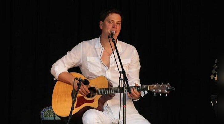 Jõgeva linna taidluskollektiive tunnustati Alen Veziko laulude saatel