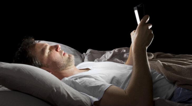 Kuidas nutitelefonilt paistev valgus mõjutab sinu aju ja keha
