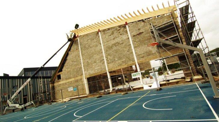 Sinimäe kool pidas spordihoone sarikapidu