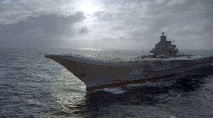 Lennukikandja Admiral Kuznetsov baseerub samuti Murmanskis.
