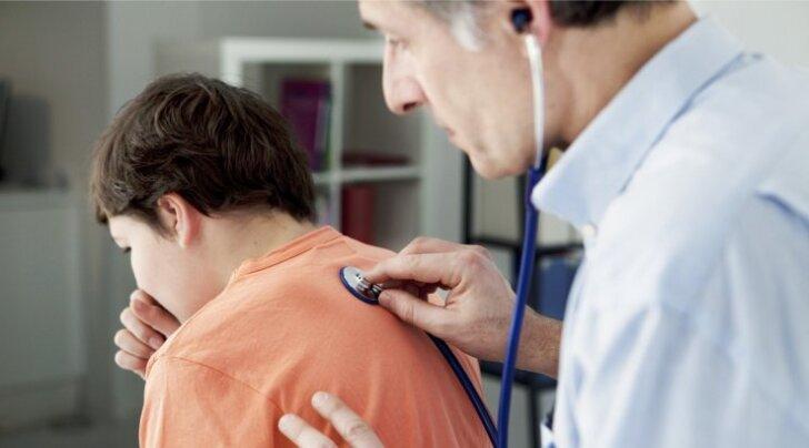 Kava eesmärk on jälgida laste tervist ja võimalikult vara tuvastada riskipered. Arstil käimine seotakse peretoetusega.