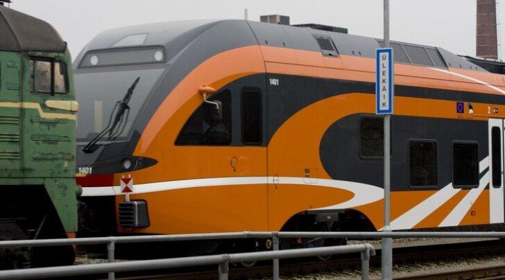 FOTOD: Elektriraudtee uus rong saabus Eestisse