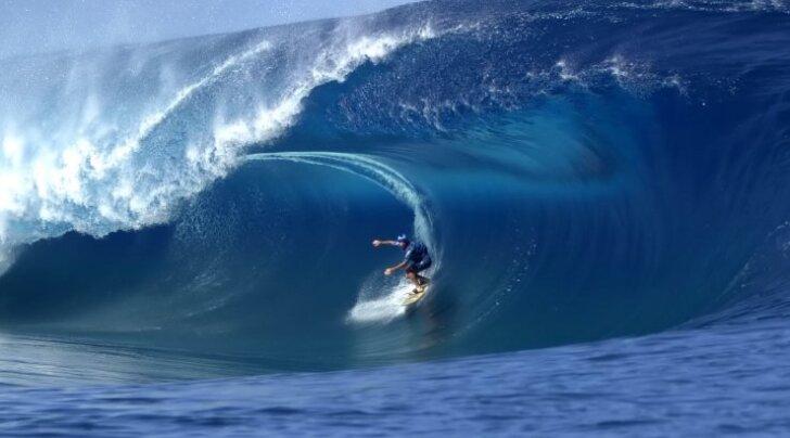 Южноафриканец первым в мире пересек Атлантику на доске для серфинга