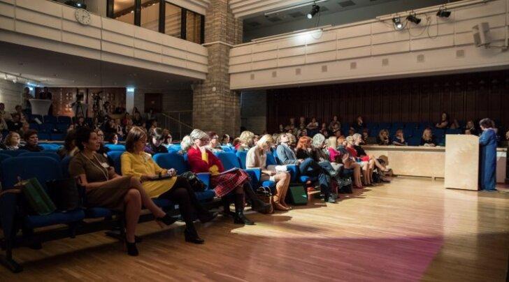 Eestimaa VII naiste kongress toimus eile rahvusraamatukogus. Kohal oli palju võrdõiguslikkuse eest seisvaid poliitikuid, teadlasi ja ettevõtjaid.