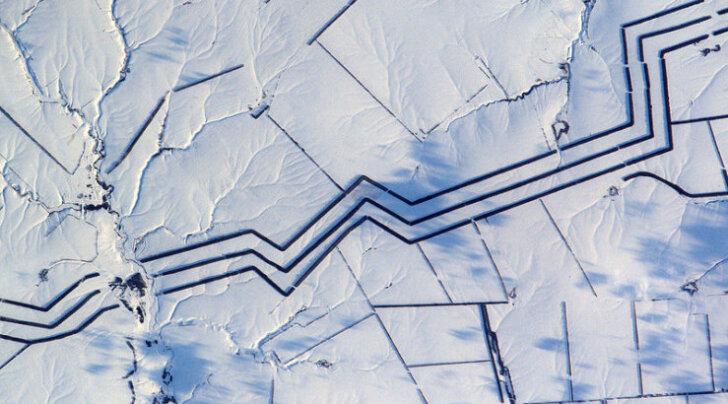 Странные линии в российской степи озадачили французского астронавта