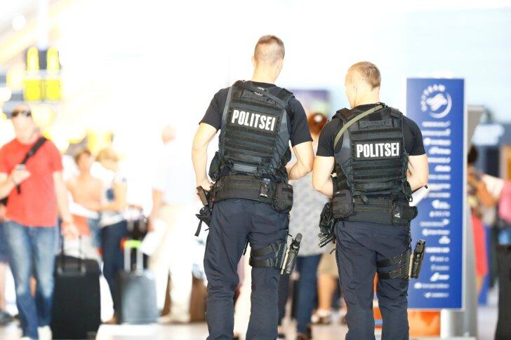 Töö jätkub lennujaamas tavapäraselt, ainult politsei on seal kõrgendatud turvameetmetega.