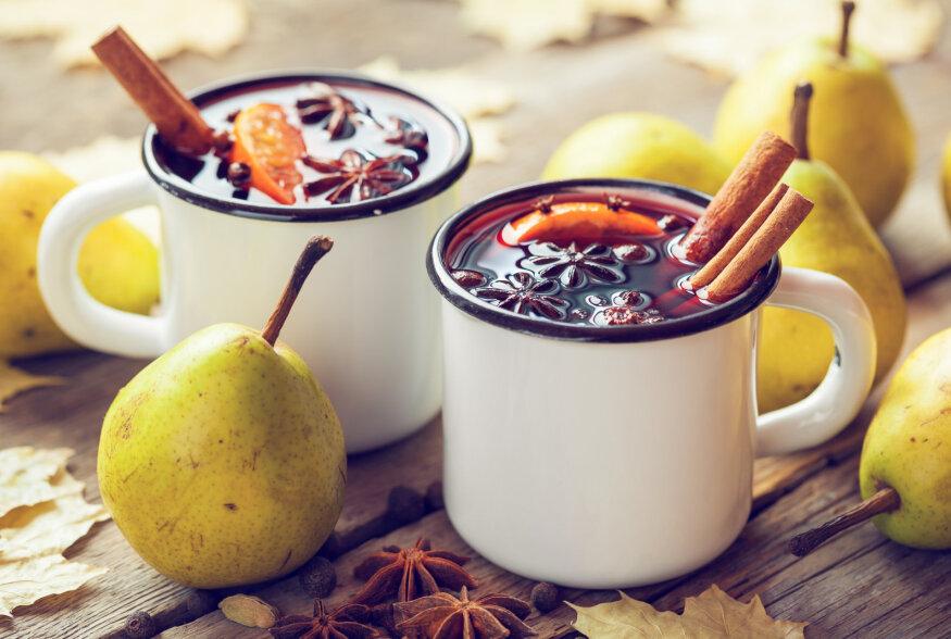 Klassikaline  versus  eestipärane: soojaandvaks glögiks sobib keeta ka kodust õunaveini