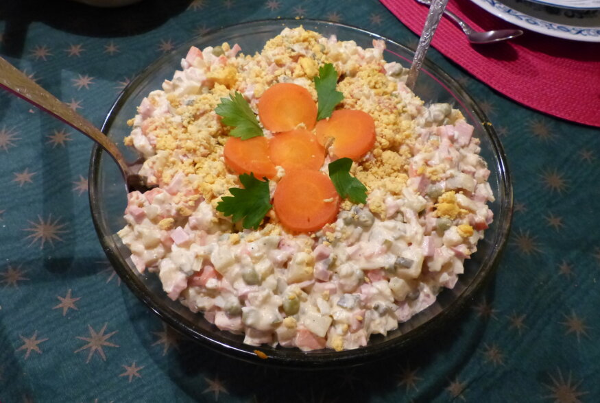 MAAILMAKLASSIKA: Kuidas arenes glamuursest Olivier' salatist välja meie tänapäeva lemmik ehk lihtne kartulisalat?