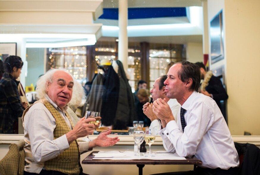 Nagu prantsuse maavanaema juures ehk tiir Pariisi kangialuste kohvikutes