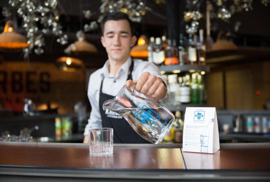 100 vastutustundlikku baari: kohad, kus kokteilile pakutakse klaas vett peale