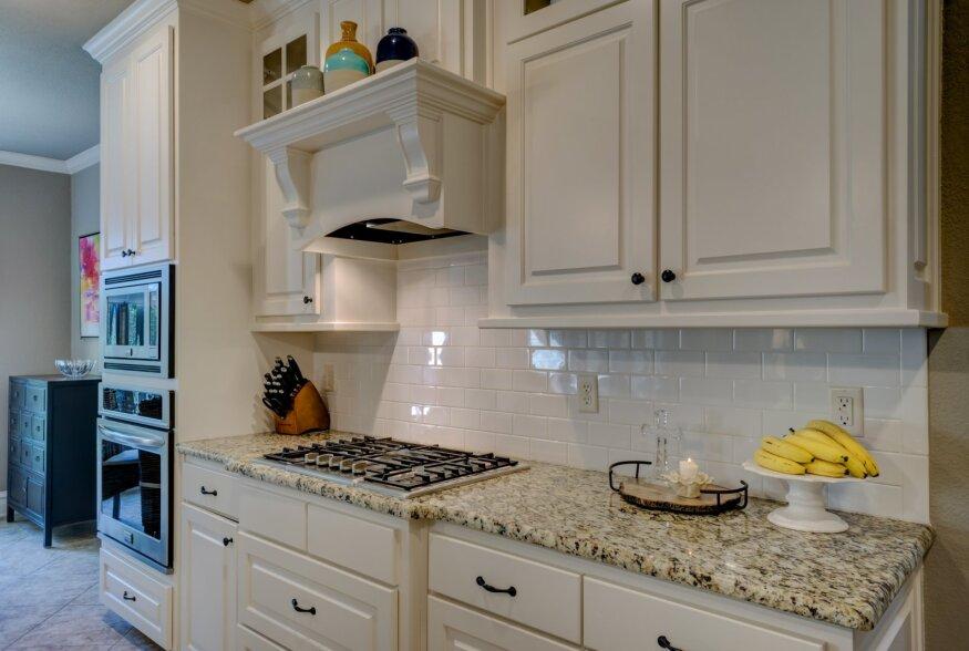 Kas oskad puhastada kööki nagu peab? Nipid ja võtted särava köögi saamiseks
