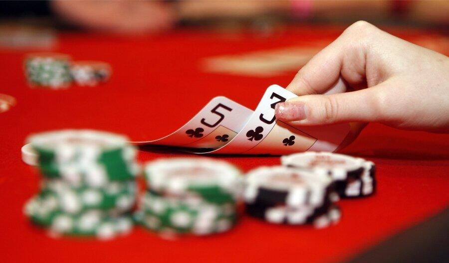 Как узнать челевека игромана азартные игры игровые автоматы с игрушками