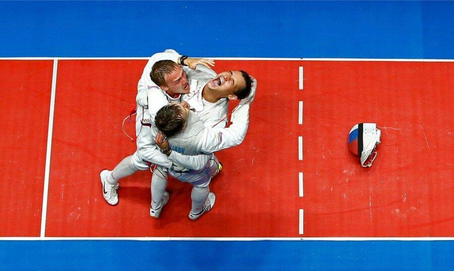 Русские рапиристы вышли вфинал Олимпиады вкомандных соревнованиях