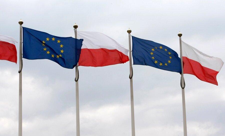 «Невероятно, однако факт»: ЕСвводит санкции вотношении Польши