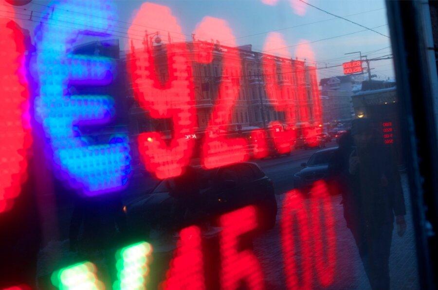 Руб. совсем скоро может упасть до74 кдоллару