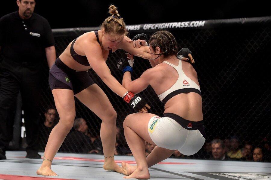 Видео девушки на ринге дерутся фото 95-715