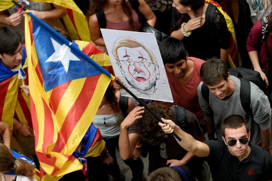 ВБарселоне тысячи испанцев вышли наакцию протеста— Референдум вКаталонии