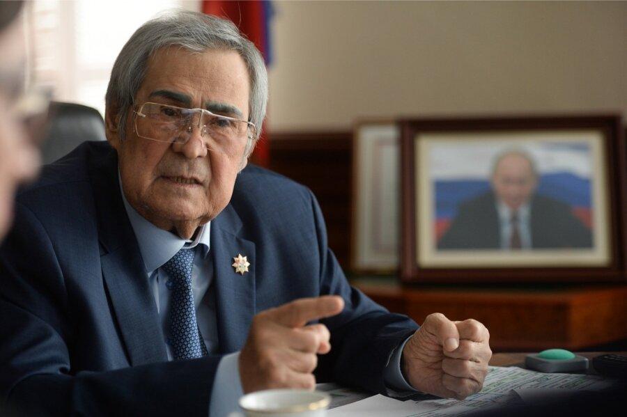 Ввидеообращении кжителям Тулеев поведал о«раскачивающих ситуацию» силах