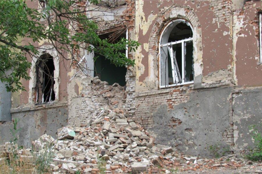 В итоге обстрела ВСУ загорелись дома вДНР