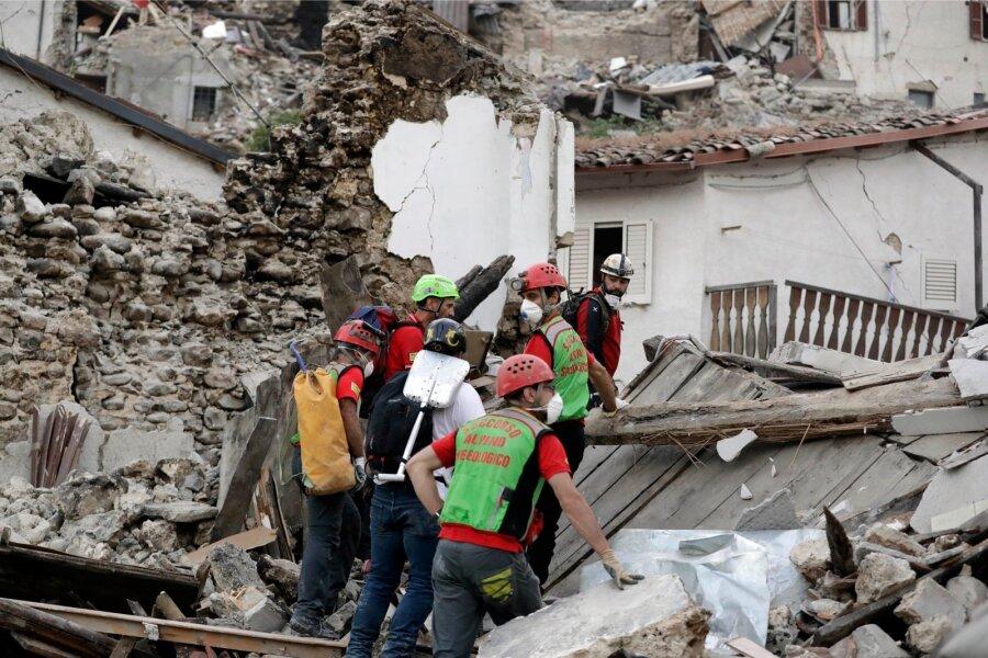 Граждане Италии через смс собрали 6 млн евро для пострадавших отземлетрясения