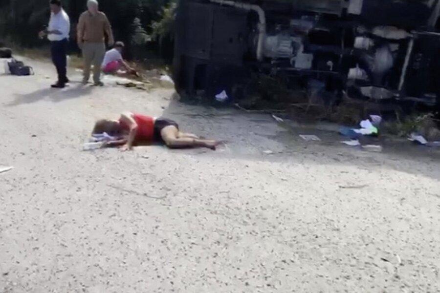 VIDEO ja FOTOD | Mehhikos hukkus turismibussi-õnnetuses 12 inimest
