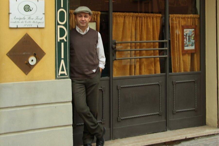 Trahteri Da Amerigo omanik ja kokk Alberto Bettini. Alberto töötab päevas 15–18 tundi. Et sellisele rütmile vastu pidada, peab ta oluliseks korrapäraseid puhkuseperioode.