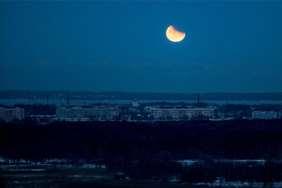 Землян ожидают «кровавое» лунное затмение и противоборство Марса