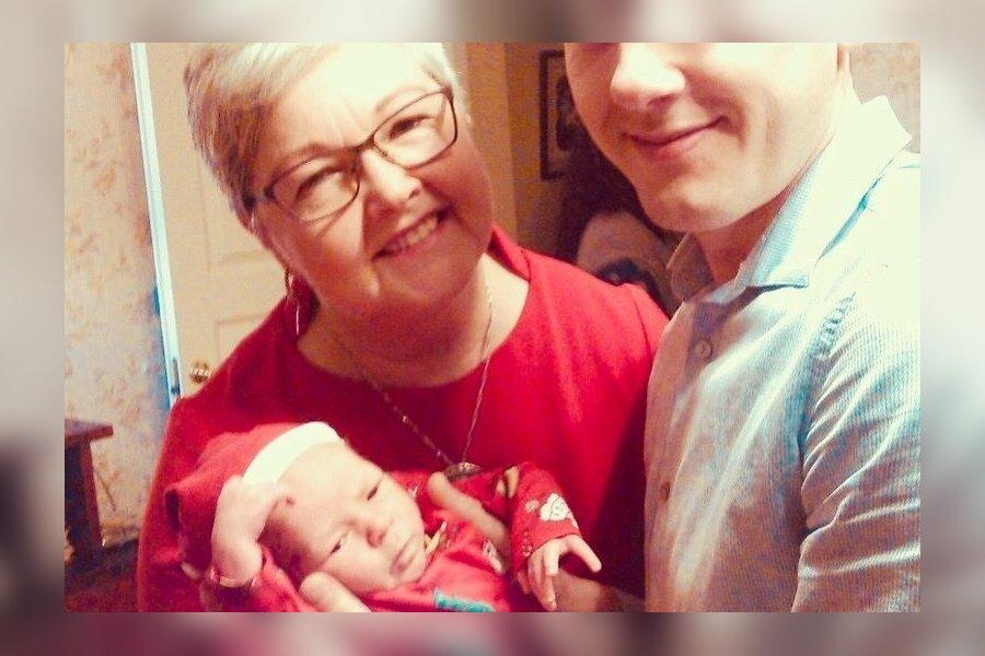 Vanaema Katrin enda poja ja pojapojaga, 2017
