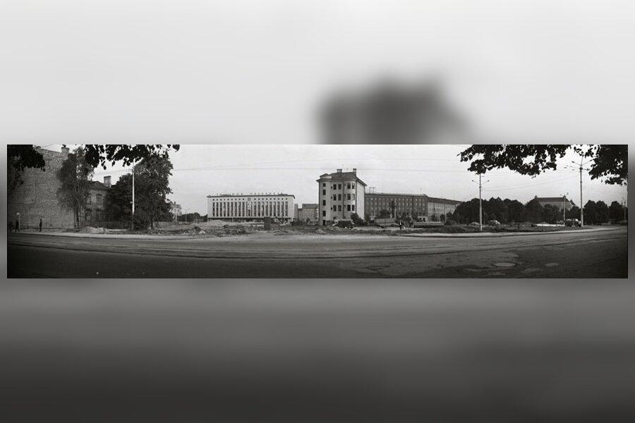 Viru väljak enne hotell Viru ehitamist, panoraamvaade Tallinna Kaubamaja suunas