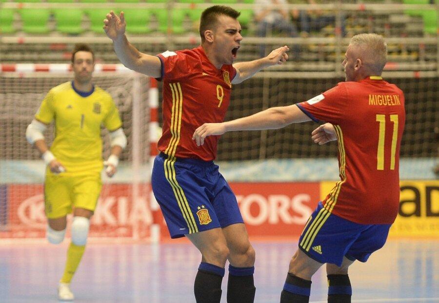 Сборная Российской Федерации вышла вполуфиналЧМ помини-футболу, обыграв испанцев