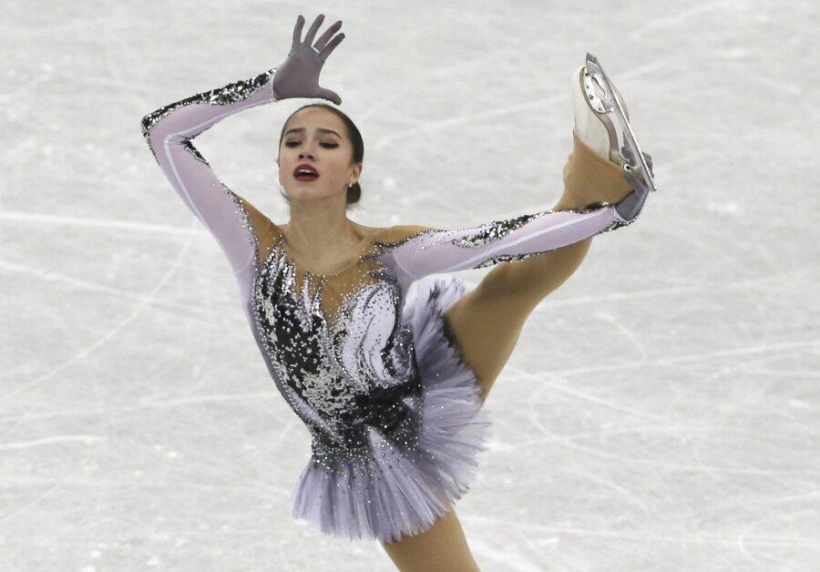 Загитова победила  Сотскову вкороткой программе чемпионата пофигурному катанию— вражда  лебедей
