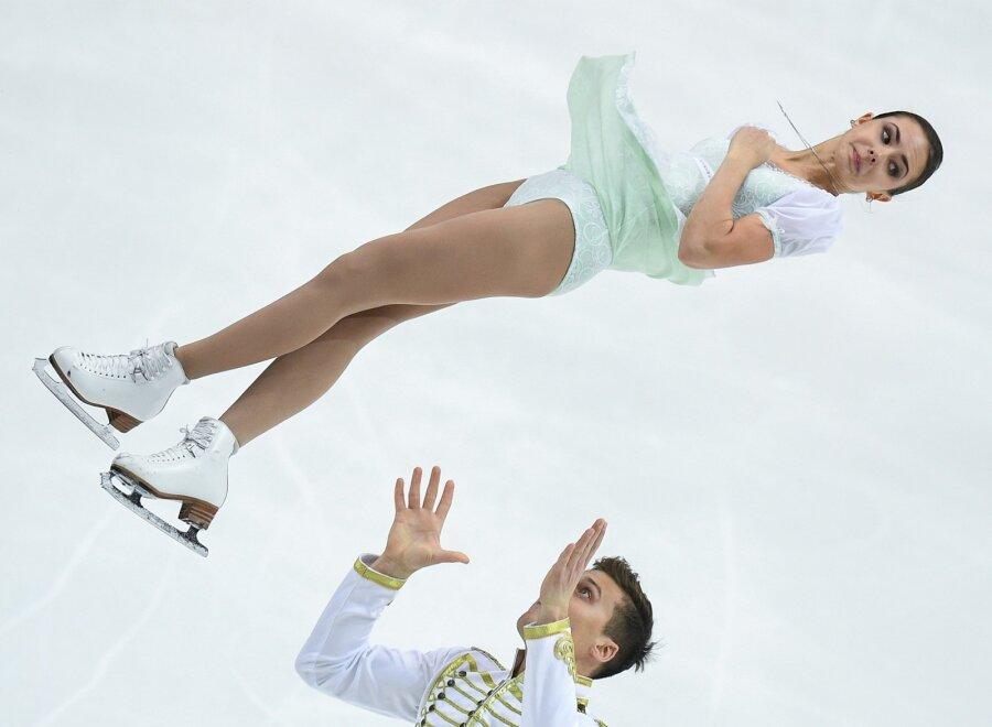 Две русские пары попали напьедестал Гран-при пофигурному катанию