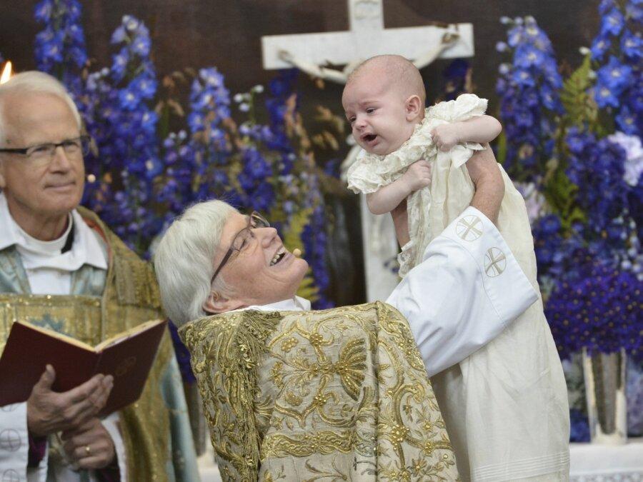 Шведская церковь несчитает Творца мужчиной