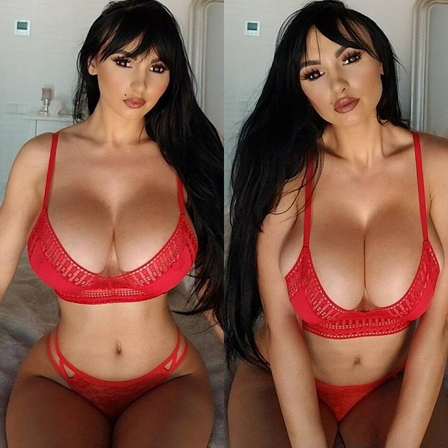 Фото модель с огромной грудью