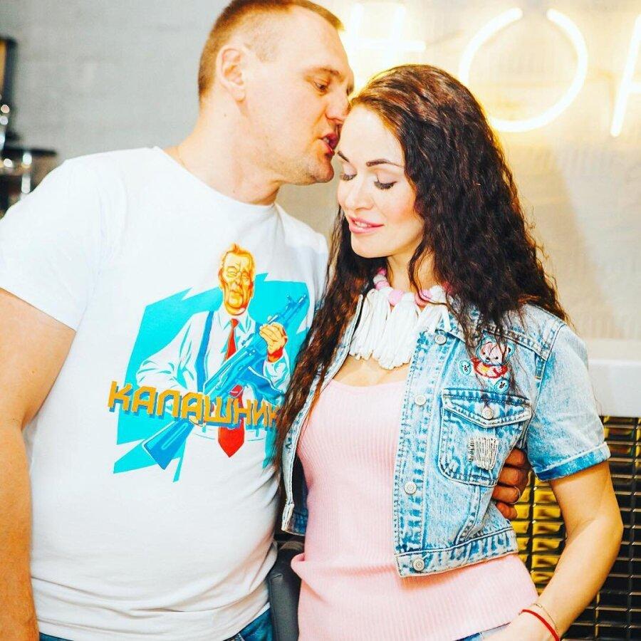 russkaya-zhena-vilozhila-svoi-intimnie-foto