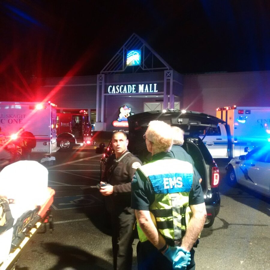 Вштате Вашингтон неизвестный отрыл огонь в коммерческом центре