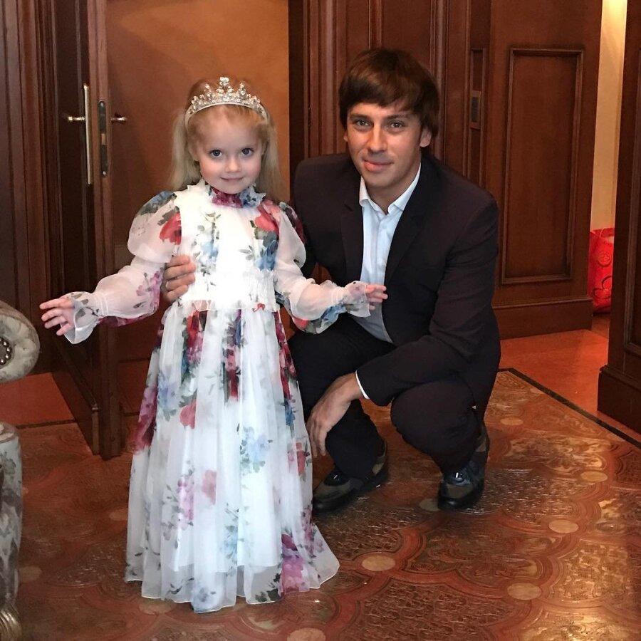 Дочь Галкина иПугачёвой раскритиковала наряд Орбакайте— стильный вердикт