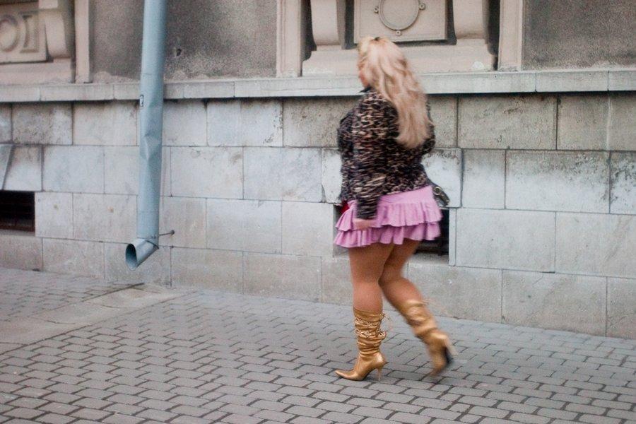 Смотреть фото пышных женщин в мини юбке колготках, порно рио де жанейро