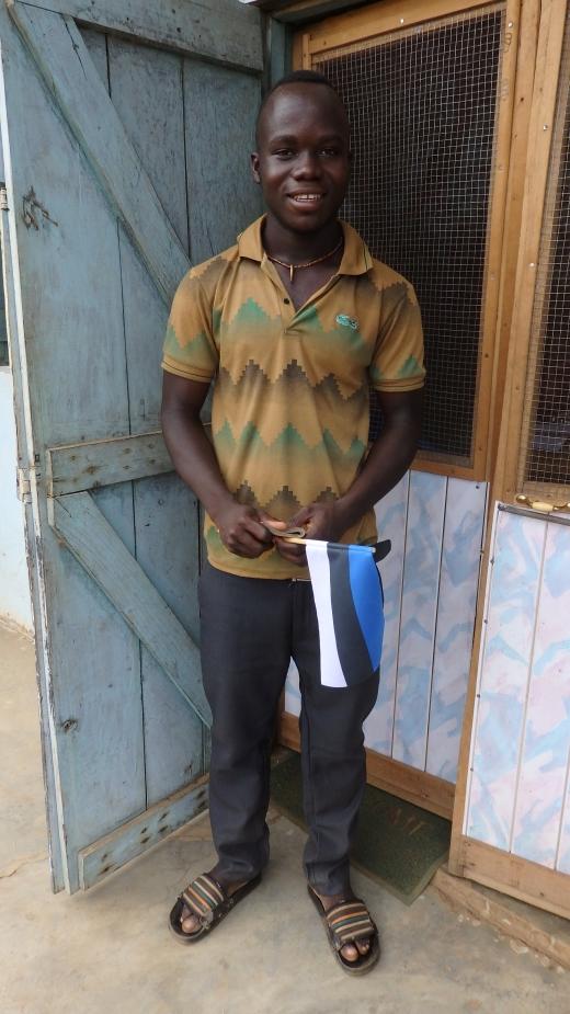 Mathew on varasemalt koos oma kaksikvennaga töötanud ebaseaduslikes ja ohtlikes kullakaevandustes, et teenida raha koolitasude maksmiseks. Nüüd saab ta aga toetust Mondo Tarkusefondist, et keskkooliõpingutele keskenduda