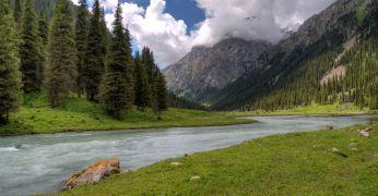 Jalgrattareis Kõrgõzstanis Üle Tjan-Šani mäestiku Issõk-Kuli järve äärde